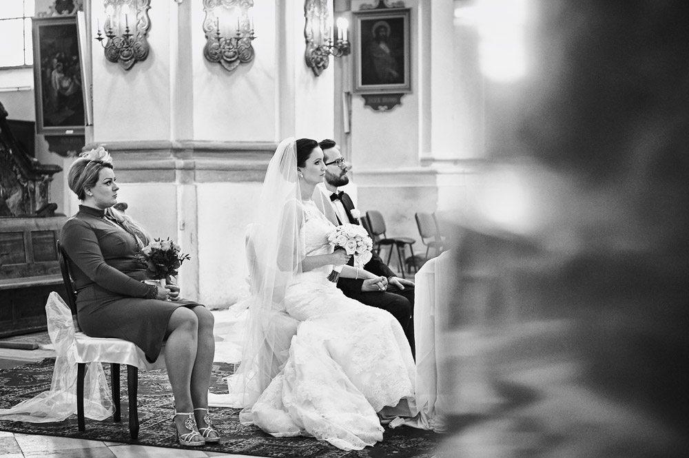 Pan i Pani Młoda podczas ceremonii ślubnej - reportaż ślubny Ewelina Gierszewska