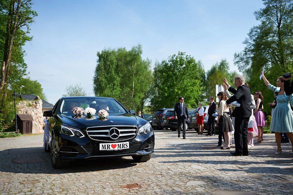 wesele w Karczmie Miłocin - przyjazd Młodej Pary
