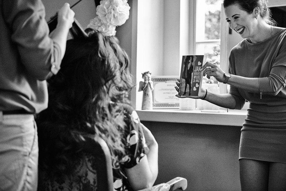 książka w prezencie ślubnym - fotografia ślubna wrocław