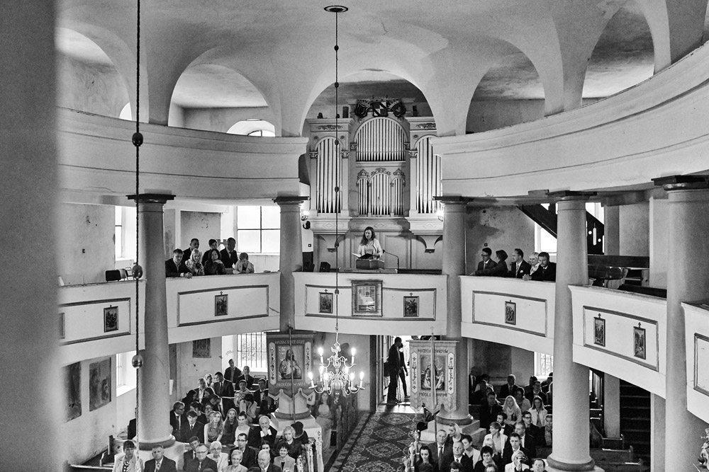zdjęcia ślubne z kościoła, fotograf ślubny Wrocław