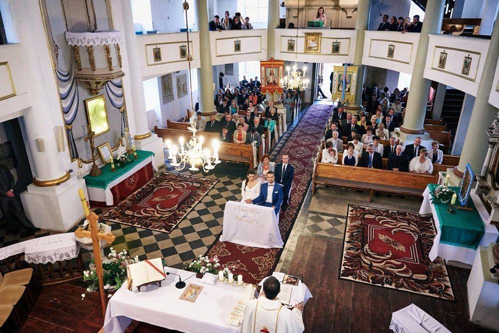 fotograf wrocław Ewelina Gierszewska - zdjęcie ślubne kościół