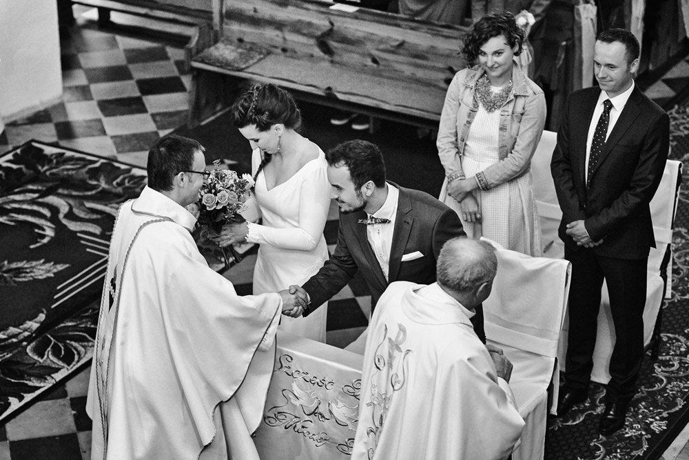 fotograf ślubny wrocław - reportaż z ceromonii ślubnej w kościele