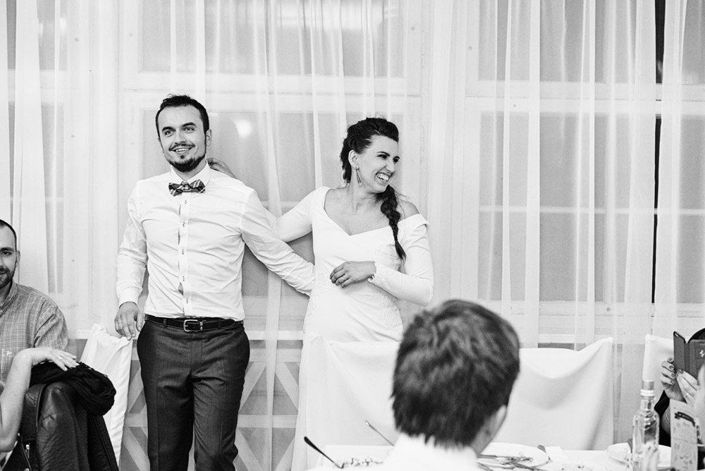 fotograf ślubny wrocław i zawsze uśmiechnięta para młoda