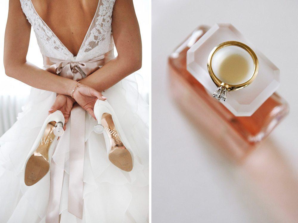 zdjęcie dyptyk - Pani Młoda trzyma za plecami buty ślubne - pierścionek zaręczynowy